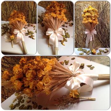 Bouquet de rosas e trigos & lapela noivo
