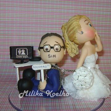 Noivos topo bolo casamento