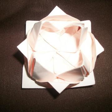 Forma de doces em origami marfim
