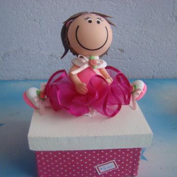 caixa forrada com tecido e boneca pink