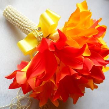 Buque de lírios laranja com amarelo.