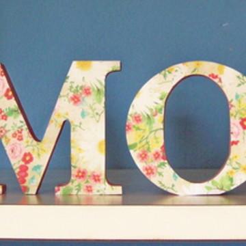Palavra decorativa AMOR - Estampa Floral