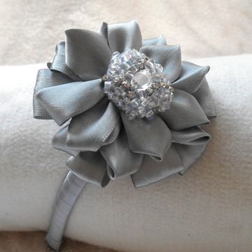 Tiara Flor Prata e bordado