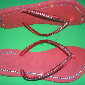 Chinelo decorado com strass