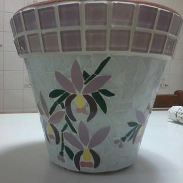 Vaso de cerâmica em mosaico