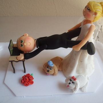 Noiva arrastando o noivo do notebook
