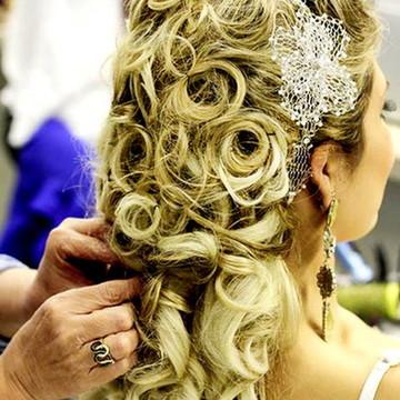 Tiara de noiva rendinha com flor