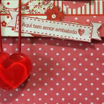Carimbo Faixa Aqui tem amor embalado - base EVA