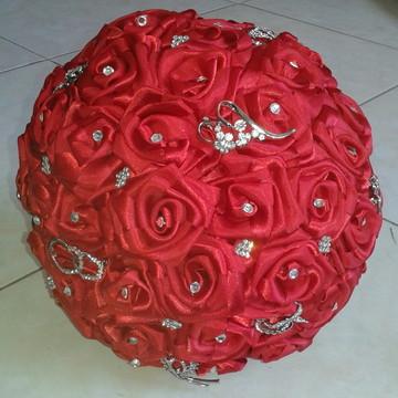 Buquet de Rosas de Cetim e Strass