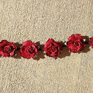 tiara headband rosas pequenas