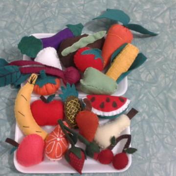 Legumes e frutas de feltro