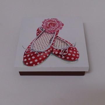 90685f9a8c Caixa decorada tema sapatilha