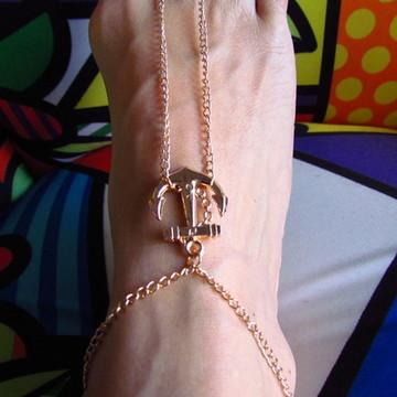 Sandália descalça de âncora dourada
