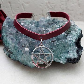 Gargantilha de couro pentagrama