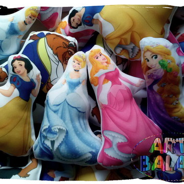 Almofadas Príncipes e Princesas Lindas