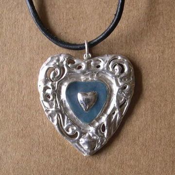 Pingente coração de prata e cerâmica
