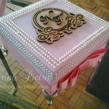 Kit para madrinha em caixa com brasão