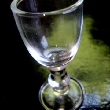 Taça de vidro haste decorada