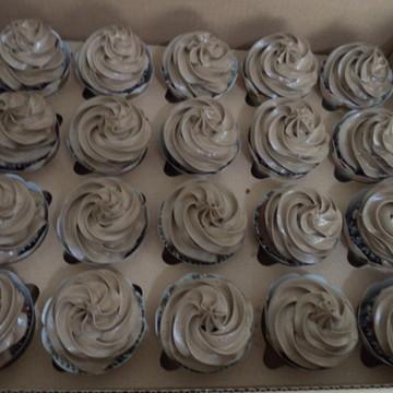 Cupcakes - Cobertura Alta na Cor Marrom