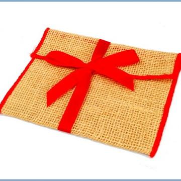 Envelope de juta 18x25 com fita de cetim