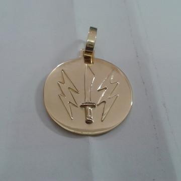 Medalha Iansã adaga e Raios em ouro 18 k