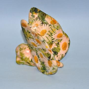 Bichinho florido em cerâmica