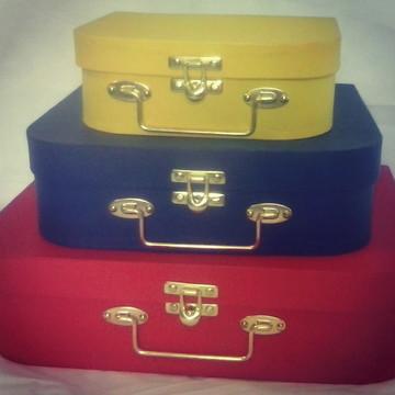 trio amarelo, azul marinho e vermelho
