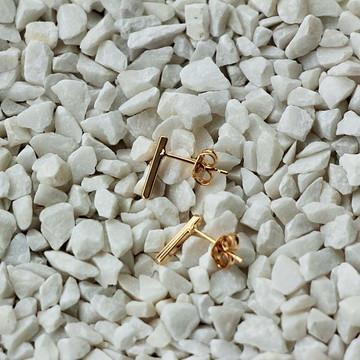 Brinco Mini Barra . Dourado