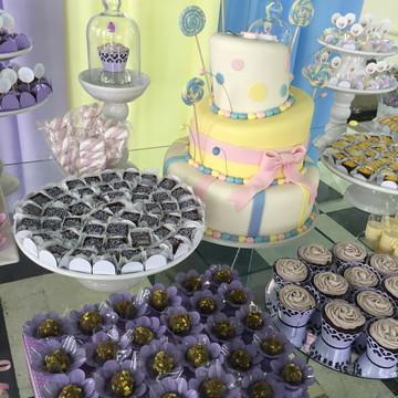Mesa de doces Candy Colors