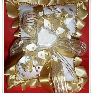 Almofada Alianças Dourada-cx coração