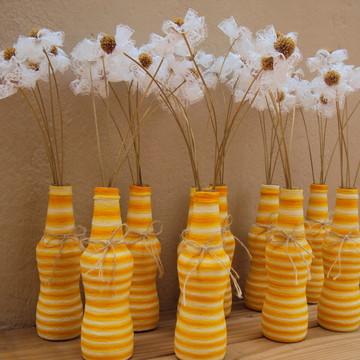 Arranjo de Mesa - Garrafa e Flores de Renda