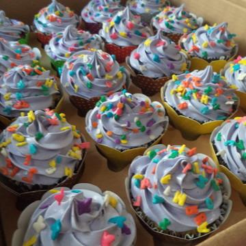 Cupcakes - Cobertura Alta com Confeitos