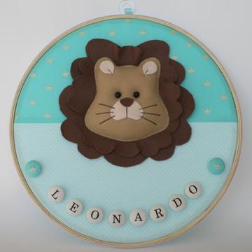Porta maternidade em bastidor leão