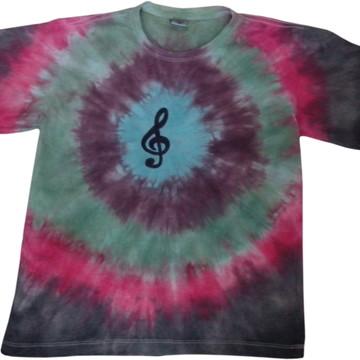Camiseta tie dye com estampa clave de sol