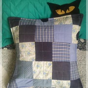 Capa almofada gatinho em patchowork azul