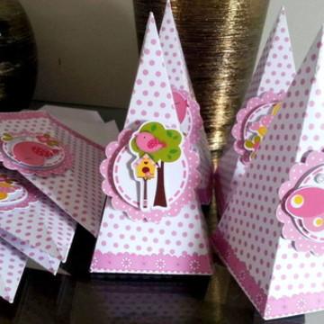 Pirâmide para guloseimas - Festa Jardim