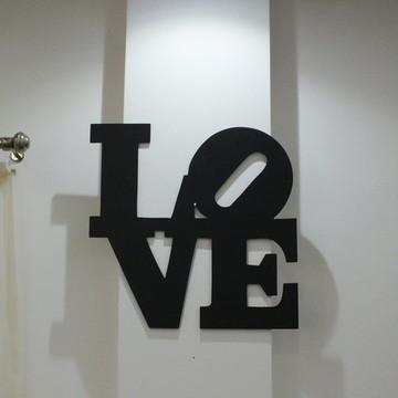 Escultura LOVE em MDF
