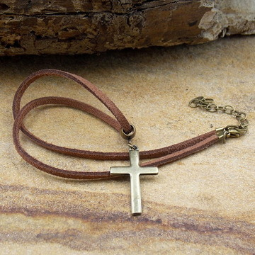 Gargantilha de couro feminino cruz
