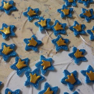 Aplique estrela azul com coroa dourada