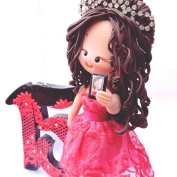 Debutante com celular vestido pink