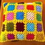 Almofada-de-granny-squares-em-amarelo-almofada-granny-square
