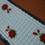 Caminho-de-mesa-em-croche-com-rosas-caminho-de-mesa-em-croche