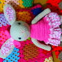 Coelhinha-bibi-em-crochet-coelha
