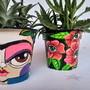 Frida-kahlo-vaso-medio-plastico