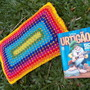 Travesseirinho-colorido-com-pontilhado-travesseirinho-em-crochet