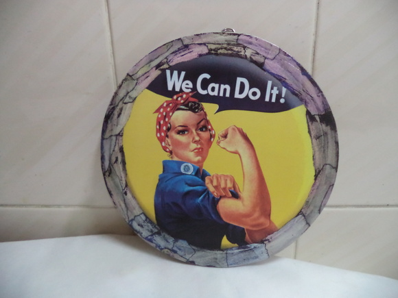 Quadro redondo- 24x24 Cms - We Can Do It