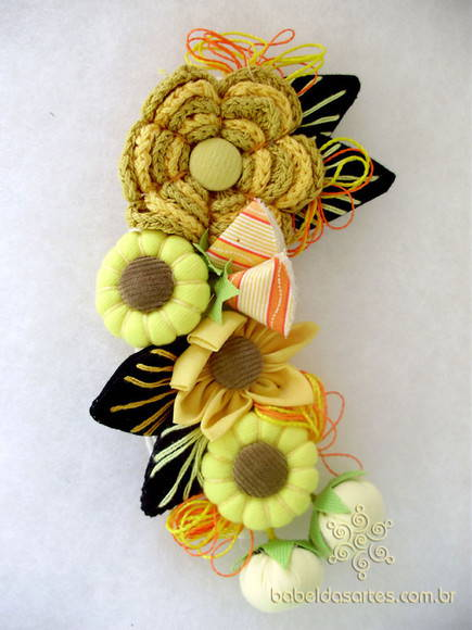 Broche flores e fuxicos yellow