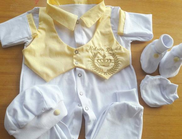 Comprar as roupas do bebê costuma ser uma tarefa deliciosa. As mamães visitam várias lojas e selecionam as melhores peças para incluir no enxoval. São muitos modelos de macacão, conjuntinho, body, vestido, e casaquinho.