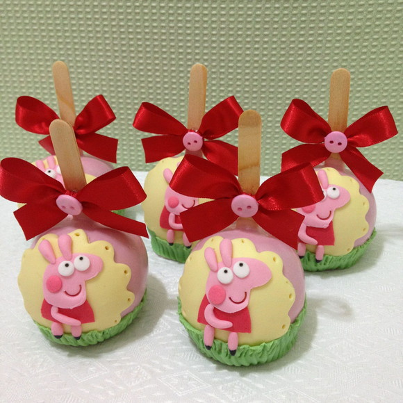 Maçã decorada Peppa Pig