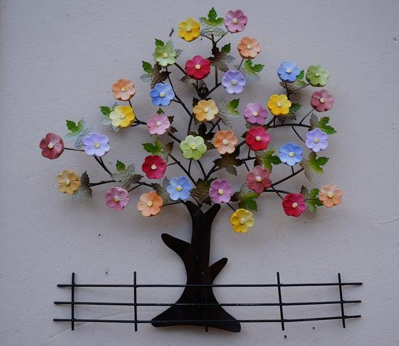 Aparador Con Kallax ~ Árvore cerca com flores Tr u00eas Arcanjos Artesanato Elo7